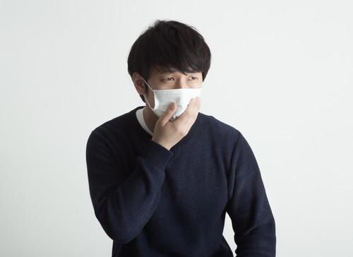 咳男性マスク