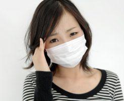 頭痛マスク女性