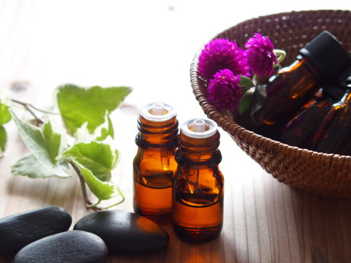 花粉症の鼻づまりに効くアロマオイルは?使い方とおすすめグッズ6選