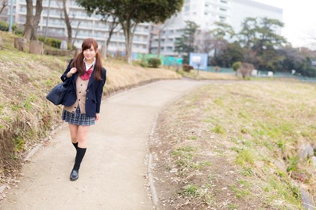 おしゃれな女子高生におすすめのスクールカーディガンランキング!制服ならコレ